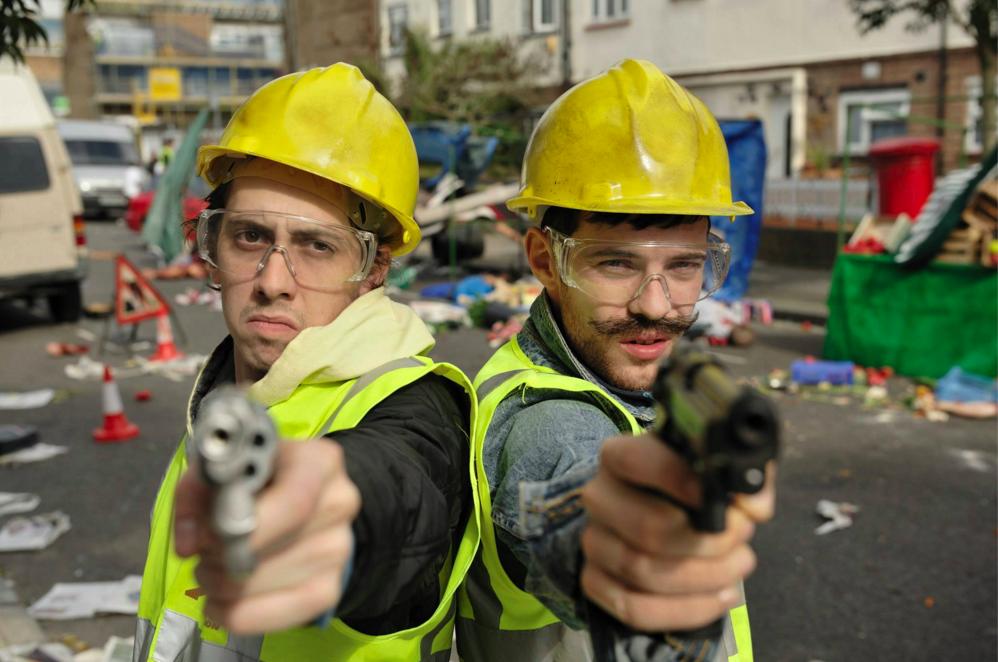ゾンビパニックに知恵と度胸で立ち向かえ!歩行器のおじいちゃんとの時速1.7㎞のデッドヒート『ロンドンゾンビ紀行(原題:Cockneys vs Zombies)』