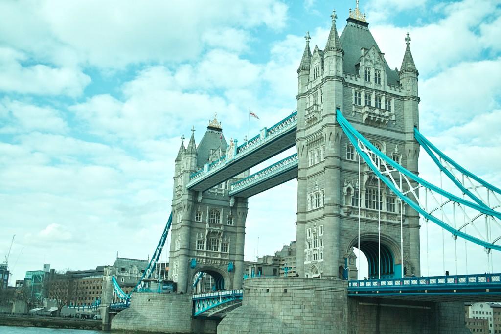 ロンドン旅行への片道切符を運んでくれたのは、『レ・ミゼラブル』と『SHERLOCK』。2013年から始まった、長い長い旅の記録。