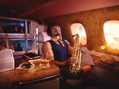 「手足を伸ばしておくつろぎください」出典:http://www.emirates.com