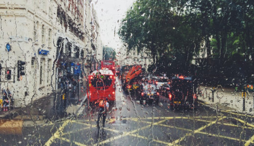 雨のロンドンの街